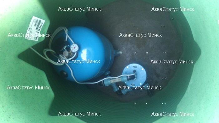 Внутри кессона- гидробак и автоматика управления насосным оборудованием